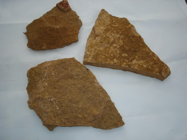 Piedra natural caliza ocre 2-3 cms.