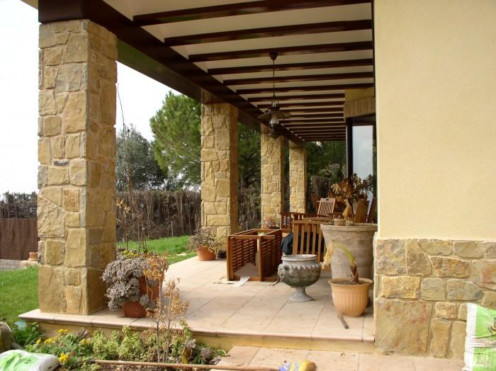 Porches rusticos de piedra awesome casa de madera y - Porches rusticos ...